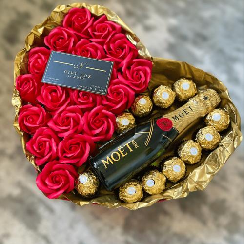 Кутия с рози